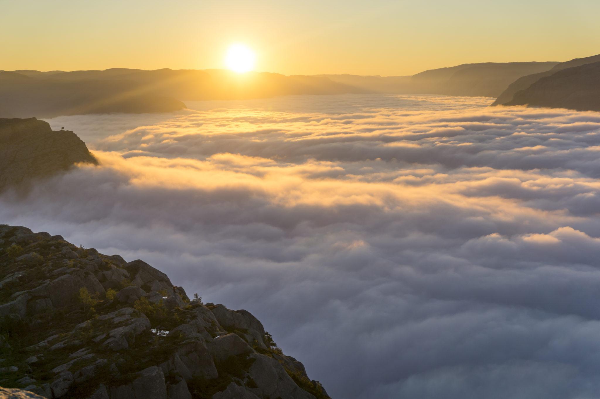 preikestolen sunrise hike explore lysefjorden