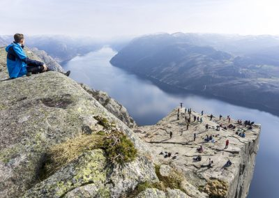 Outdoorlife-Norway_Spring-Hike-To-Preikestolen.20170409.32