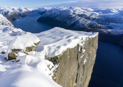 Preikestolen-Winter-Hike-explore lysefjorden