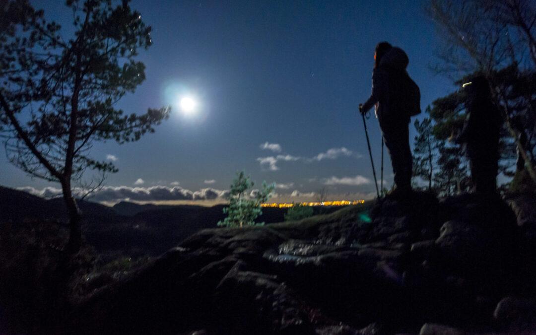 Outdoorlife-Norway_Preikestolen-Sunrise-Hike.20171006.2