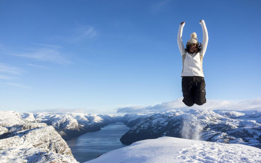 Winter-Hike-To-Preikestolen jump